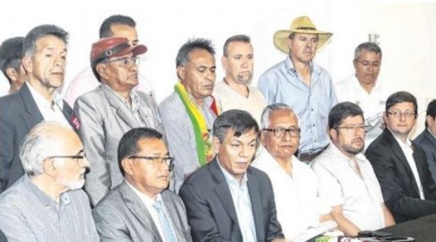 """Candidatos se reúnen con cívicos en busca de la """"unidad del voto"""" y en defensa del 21F"""