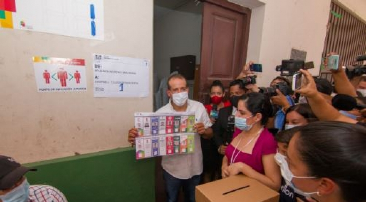 """Camacho emite su voto y dice que la suspensión del Direpre """"es una falta de transparencia"""""""