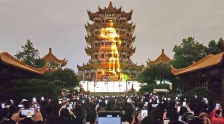 """Wuhan, """"la ciudad heroica"""": ¿cómo pasó de ser el foco de Covid-19 a uno de sus principales polos turísticos?"""
