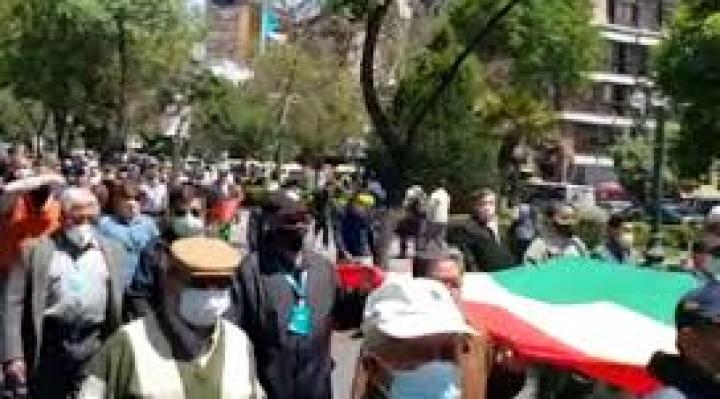 Militares del servicio pasivo marchan en La Paz y Santa Cruz contra la detención del general Cuéllar