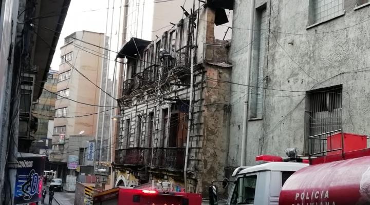 Un edificio antiguo corre el riesgo de colapsar por incendio en una discoteca