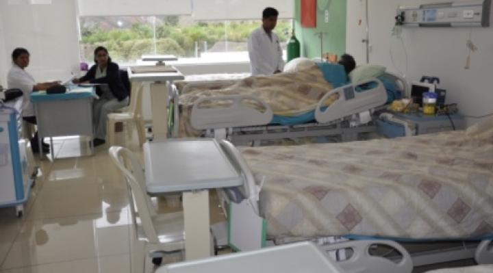 Oncológico de La Paz se inunda con aguas servidas, salud de los pacientes está en riesgo