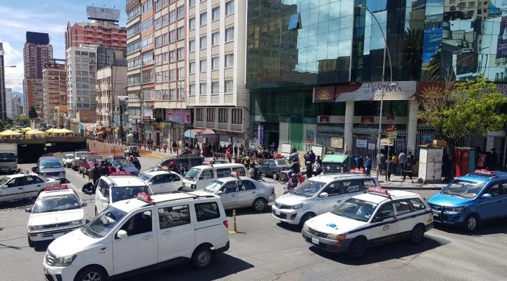 Transporte pesado anuncian que radicalizarán sus medidas y que tomarán YPFB si el Gobierno no los escucha