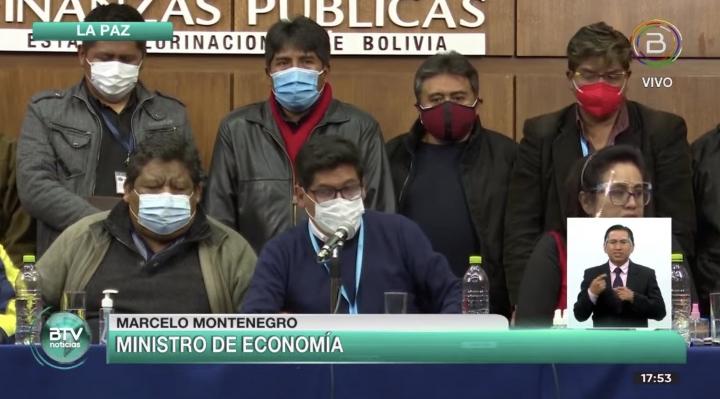 Gobierno y la mayoría sector del transporte firman acuerdo y esperan que Fernández también lo haga