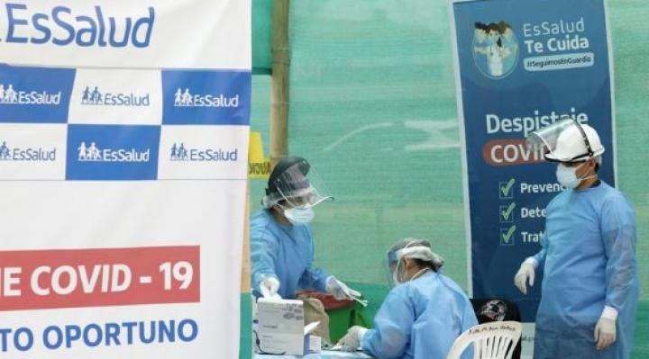 Renunciaron autoridades de la universidad encargada de realizar ensayos de la vacuna china en Perú