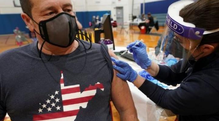 EEUU aplicó en un sólo día más de 4 millones de vacunas contra Covid-19