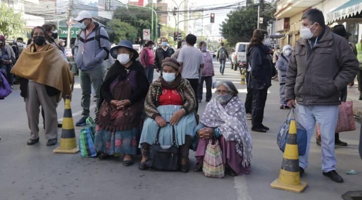 Asegurados de CNS protestan en Cochabamba, La Paz y Chuquisaca por falta de vacunas