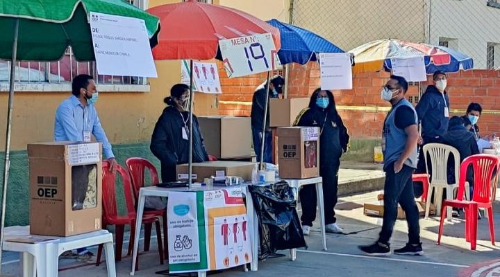 Poca afluencia de votantes, pero normalidad en la jornada de votación