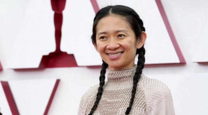 """Oscar 2021: Chloé Zhao triunfa como directora de """"Nomadland"""" y otros ganadores de los premios de la Academia de Hollywood"""