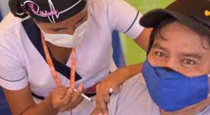 Empieza prueba piloto de vacunación, el Sedes La Paz busca inmunizar a 3.400 personas cada día