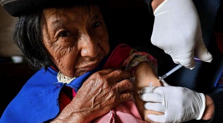 Cómo América Latina se puede beneficiar del excedente de vacunas de Covid-19 de EEUU