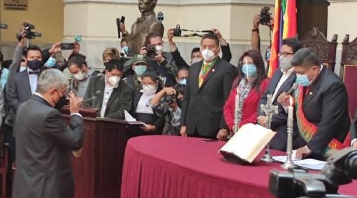 Iván Arias jura como nuevo alcalde de La Paz