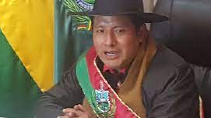Santos Quispe asume la Gobernación de La Paz y anuncia auditorías