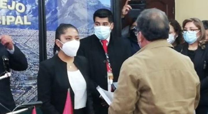 Iris Flores, una joven de 20 años asume presidencia del Concejo Municipal de El Alto