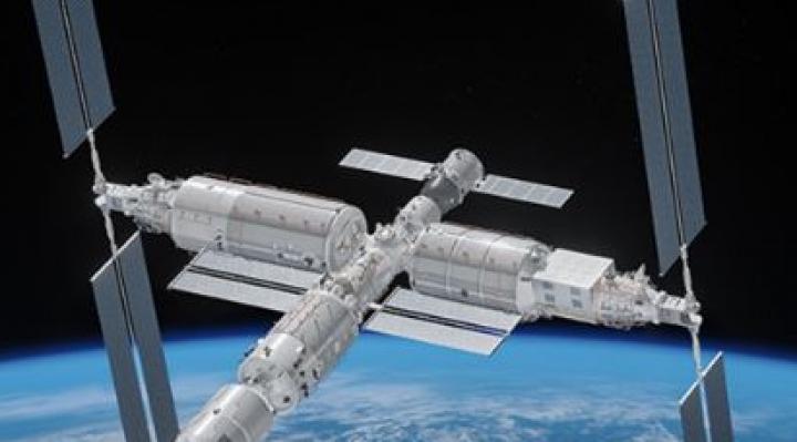 Los restos del cohete chino Long March 5B se desintegran y caen en el mar Arábigo, en el océano Índico