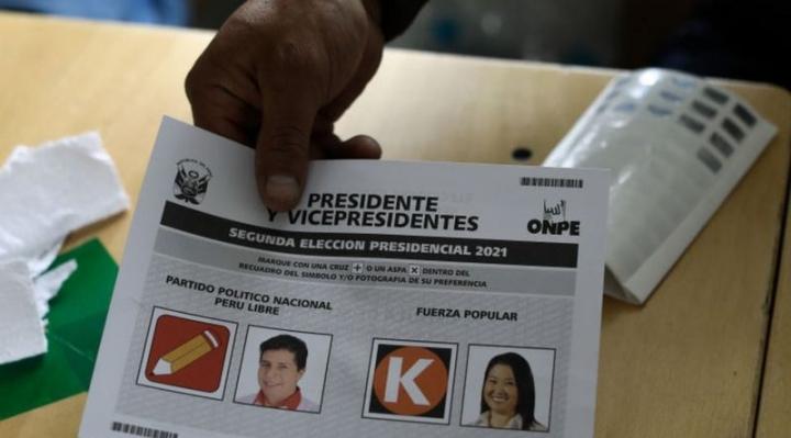 Elecciones Perú 2021: la ajustada y polarizada disputa por la presidencia entre Keiko y Castillo