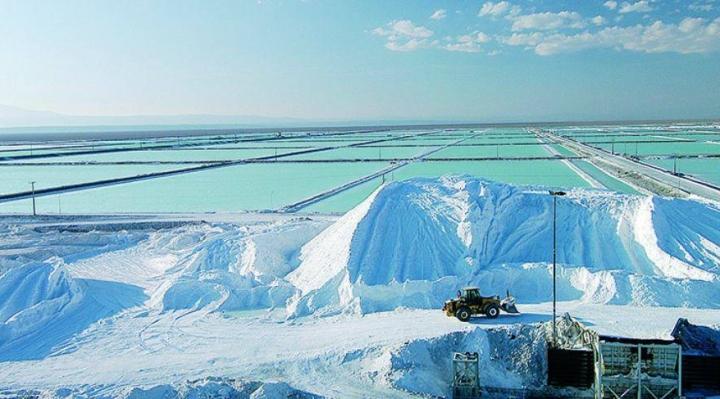 Mientras Bolivia espera arrancar en 2022, Chile y Argentina firman acuerdo para explotar litio