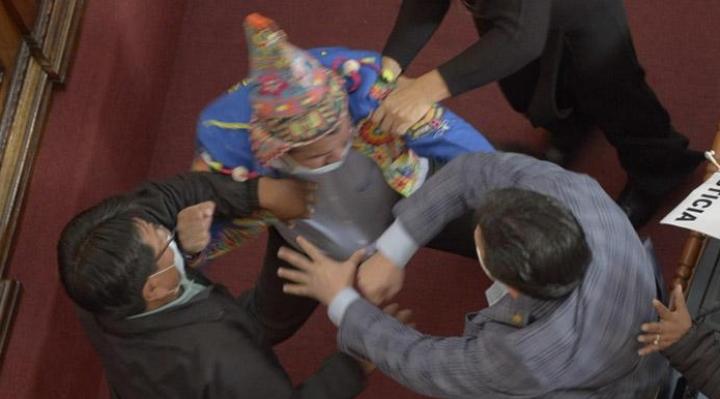 Reglamento de la ALP puede sancionar de seis a un año los hechos de violencia cometidos en sesiones parlamentarias