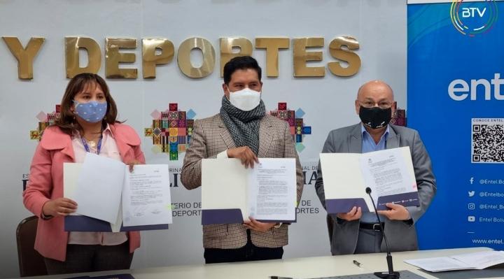 Gobierno firma convenio con Entel que dará paquetes promocionales a quienes se vacunen contra el Covid-19