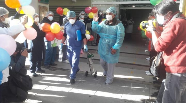 El exvicepresidente Cárdenas recibe alta médica tras superar el coronavirus