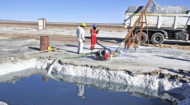 Villegas: Bolivia no desarrolló industrialización del litio y gastó $us 1.000 millones en una tecnología obsoleta