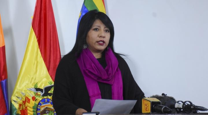 Defensora interina dice que no presentó denuncia contra Arias, pero citación del fiscal dice lo contrario