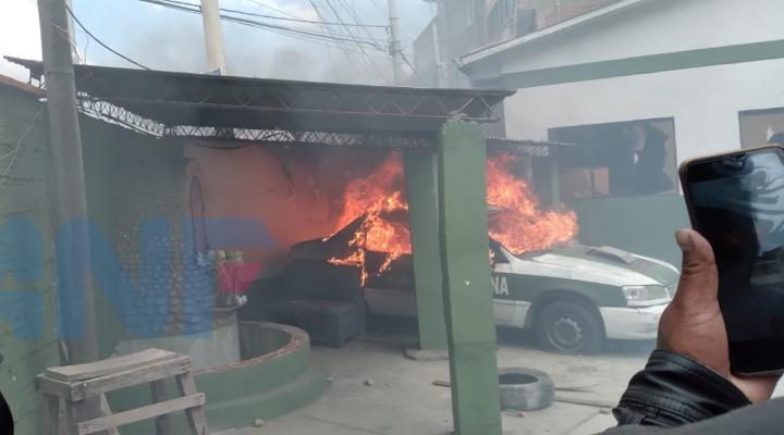 Nuevo enfrentamiento por Adepcoca deja 5 vehículos policiales quemados