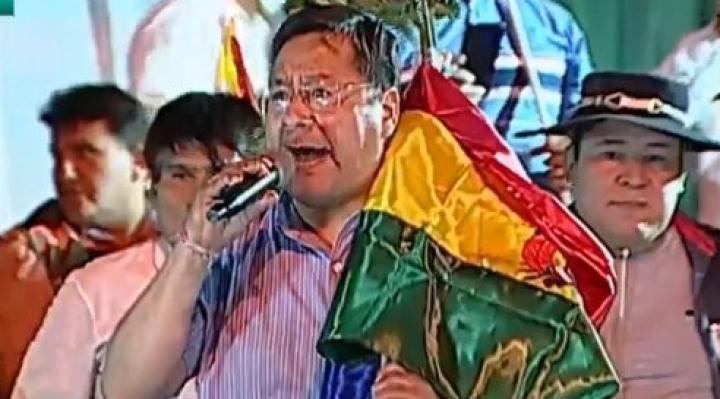 Arce: los bolivianos tenemos que aprender a convivir con los símbolos patrios