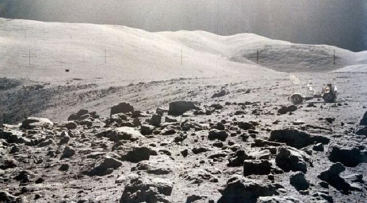 El misterioso (y pestilente) olor de la Luna (según los astronautas que la pisaron)