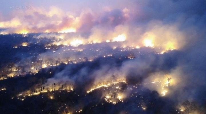 Más de 500 bomberos continúan en combate contra el fuego en la Chiquitania