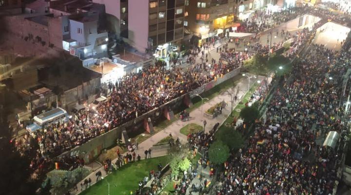 """Evo acusa a universitarios de protestar por """"plata y nota"""" en defensa del voto"""