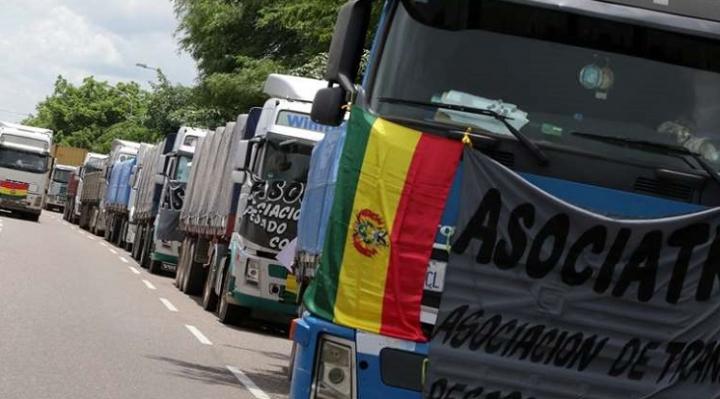 Hasta este jueves, transporte pesado internacional determina cerrar todas las fronteras del país