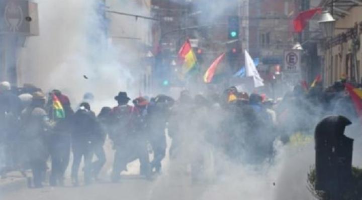 Oruro: fuertes enfrentamientos se registraron entre militantes del MAS y universitarios