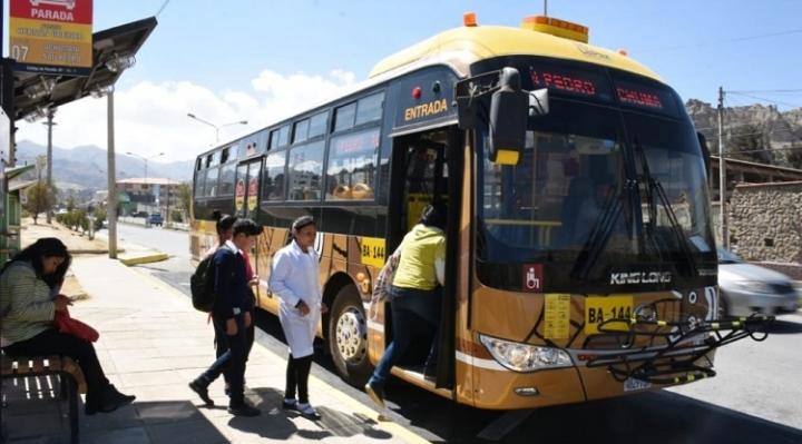 En La Paz, buses PumaKatari reinician operación con apoyo de los ChikiTiti