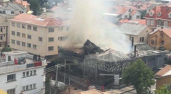Incendio afecta parte de la estructura de exdiscoteca Forum