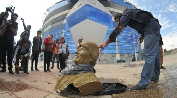 Retiran busto de Evo Morales de un polideportivo y le cambian de nombre