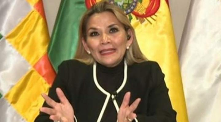 Jeanine Añez señala que existe tiempo para repensar una posible candidatura