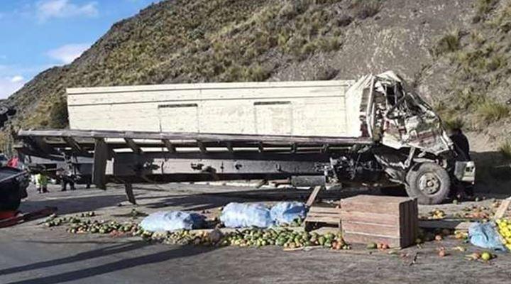 Al menos tres fallecidos en vuelco de camión, en una curva cercana a la represa de Incachaca