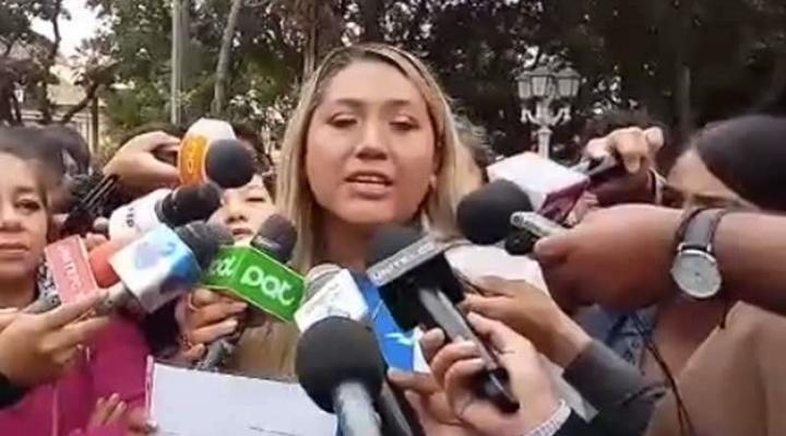 """Integrante de """"Resistencia Juvenil Cochala"""" se aleja de Creemos y brinda su apoyo a Jeanine Añez"""
