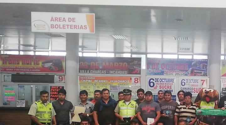 Policía Boliviana y la CBN imparten talleres a choferes en Tarija para prevenir hechos y accidentes de tránsito