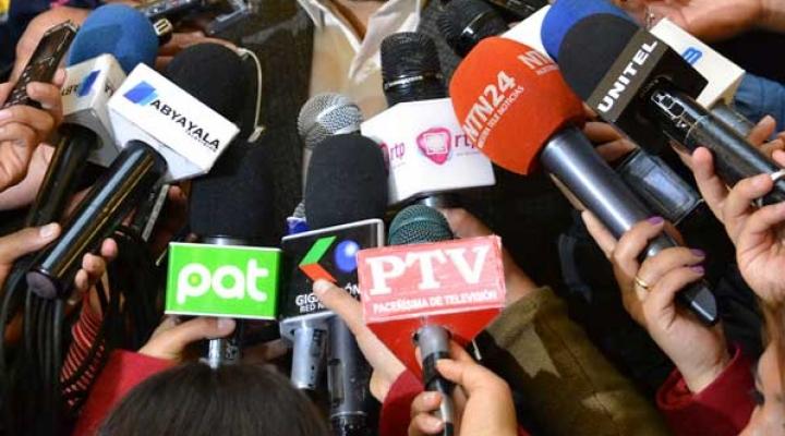 Ante ola de reclamos, gobierno derogó artículos de tres decretos que restringían la libertad de expresión