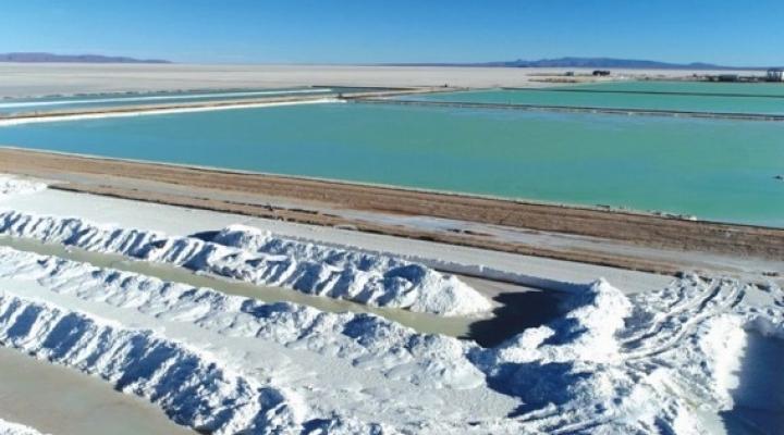 Ministerio de Energías rechaza que el gobierno lleve adelante negociaciones sobre el litio