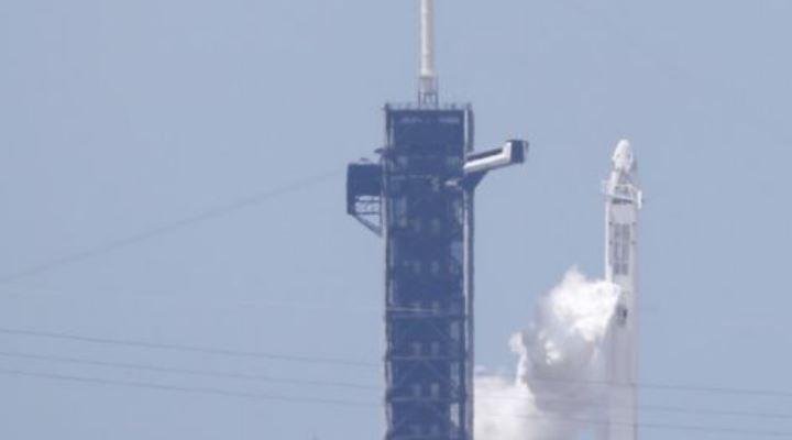 Misión de SpaceX y la NASA: la cápsula Crew Dragon viaja ya hacia la Estación Espacial Internacional tras un histórico lanzamiento