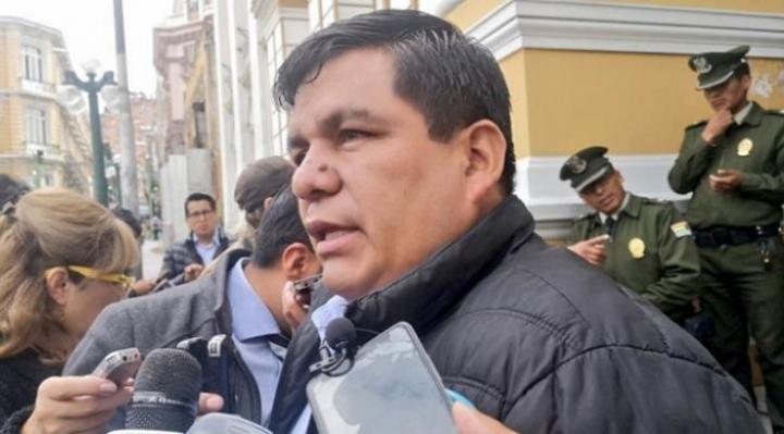 Senador Aguilar presenta proyecto de ley para reducción de pensiones escolares hasta un 50%