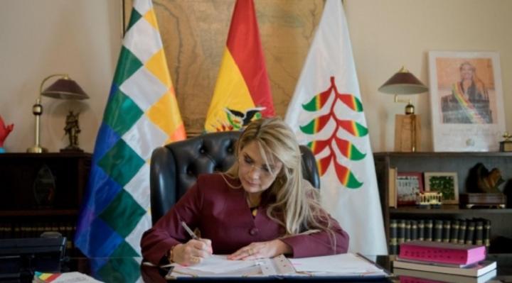 Gobierno promulga ley que devuelve recursos del IDH para municipios, gobernaciones y universidades