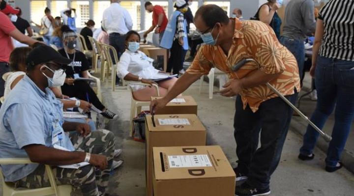 Alta participación en los comicios de República Dominicana pese al COVID-19