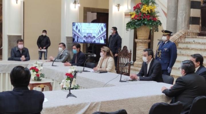 Se instala el diálogo convocado por el Gobierno, no asisten la COB, el Legislativo ni los principales candidatos