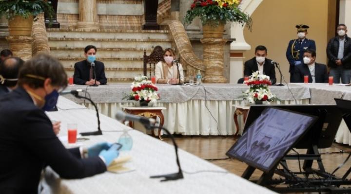 Sin resultados concluye reunión convocada por la presidenta Añez para pacificar el país