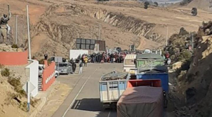 En el inicio de la segunda semana de bloqueo de carreteras, Bolivia roza los 90.000 casos de la COVID-19