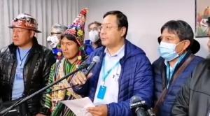 """Añez felicita a Arce y le pide pensar en Bolivia; Tuto le desea éxito ante el """"enorme desafío económico"""""""